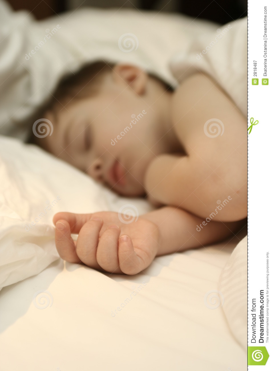 sleeping-child-lays-b-2818487